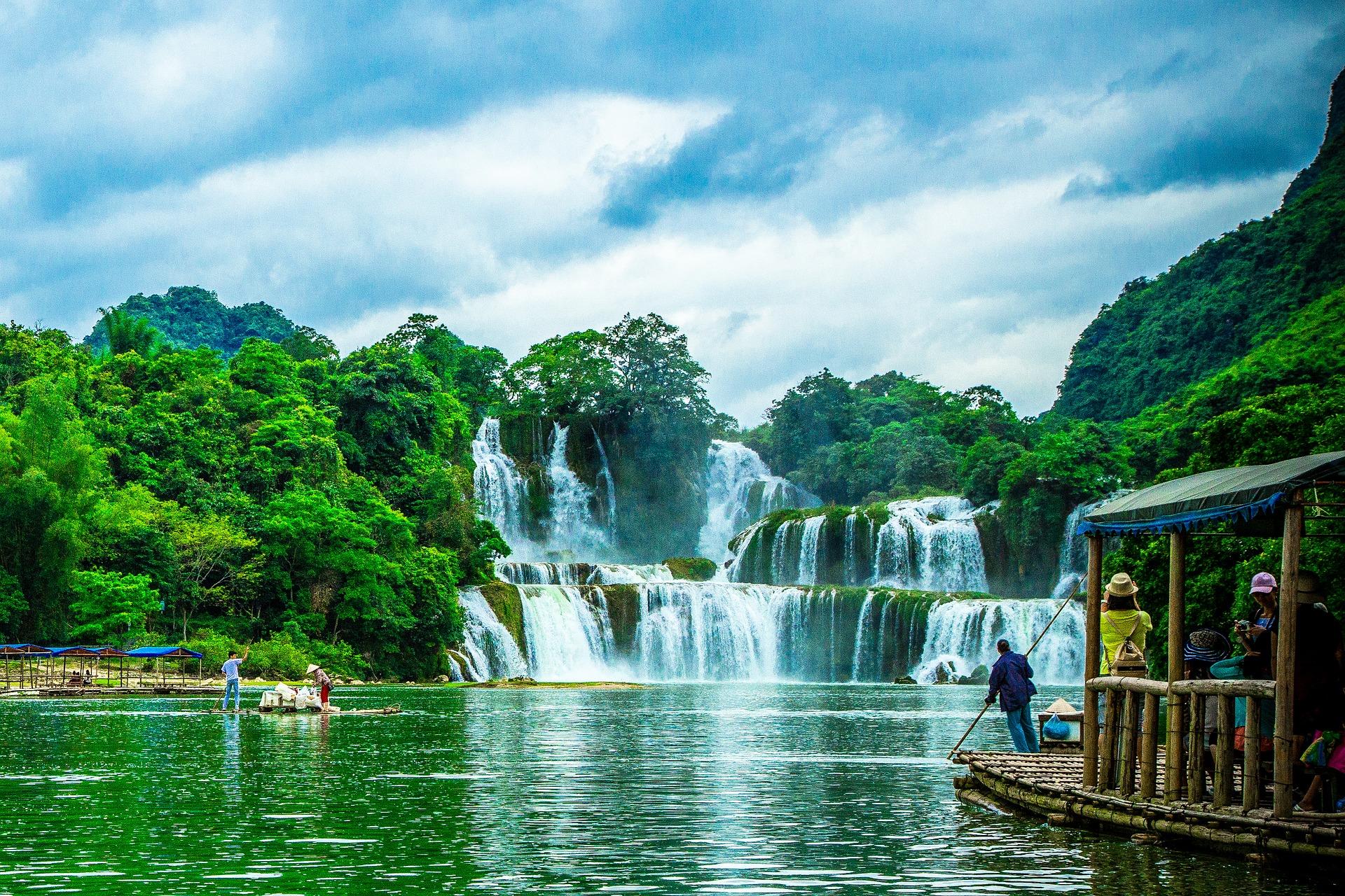 Ban Gioc–Detian Falls, border between China and Vietnam