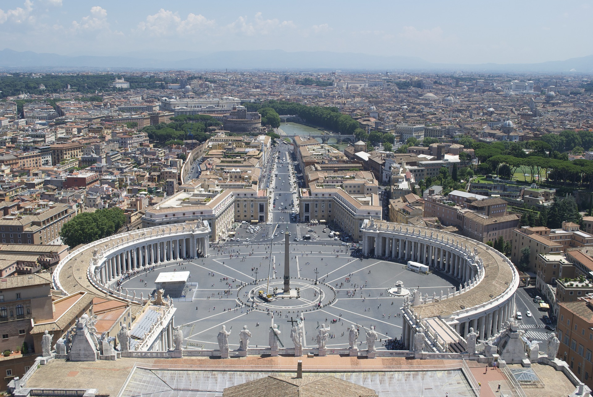 The Vatican Seen Past the Tiber River, Rome, Italy  № 1467722 бесплатно