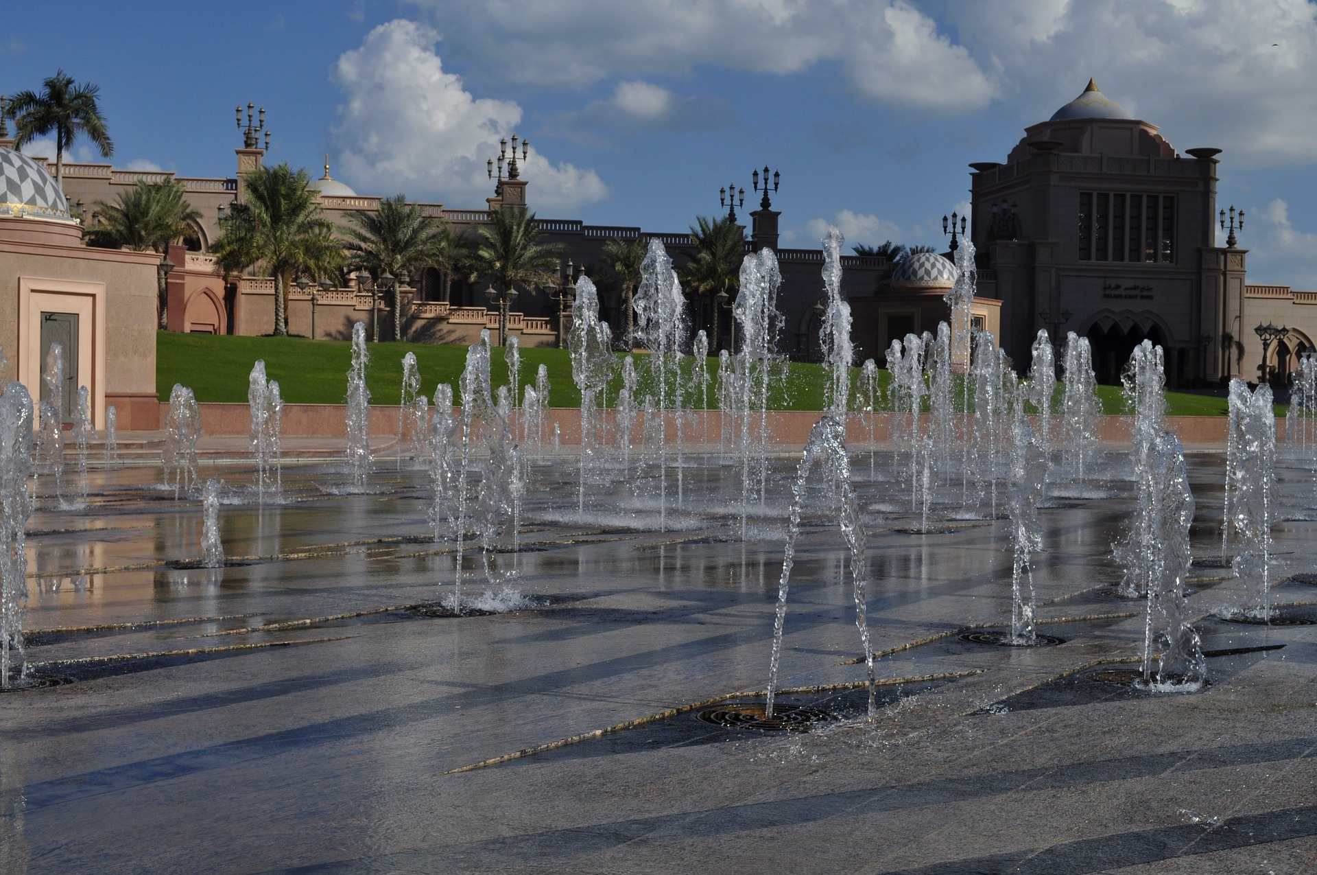 Water fountain at Emirates Palace Hotel l in Abu Dhabi, UAE