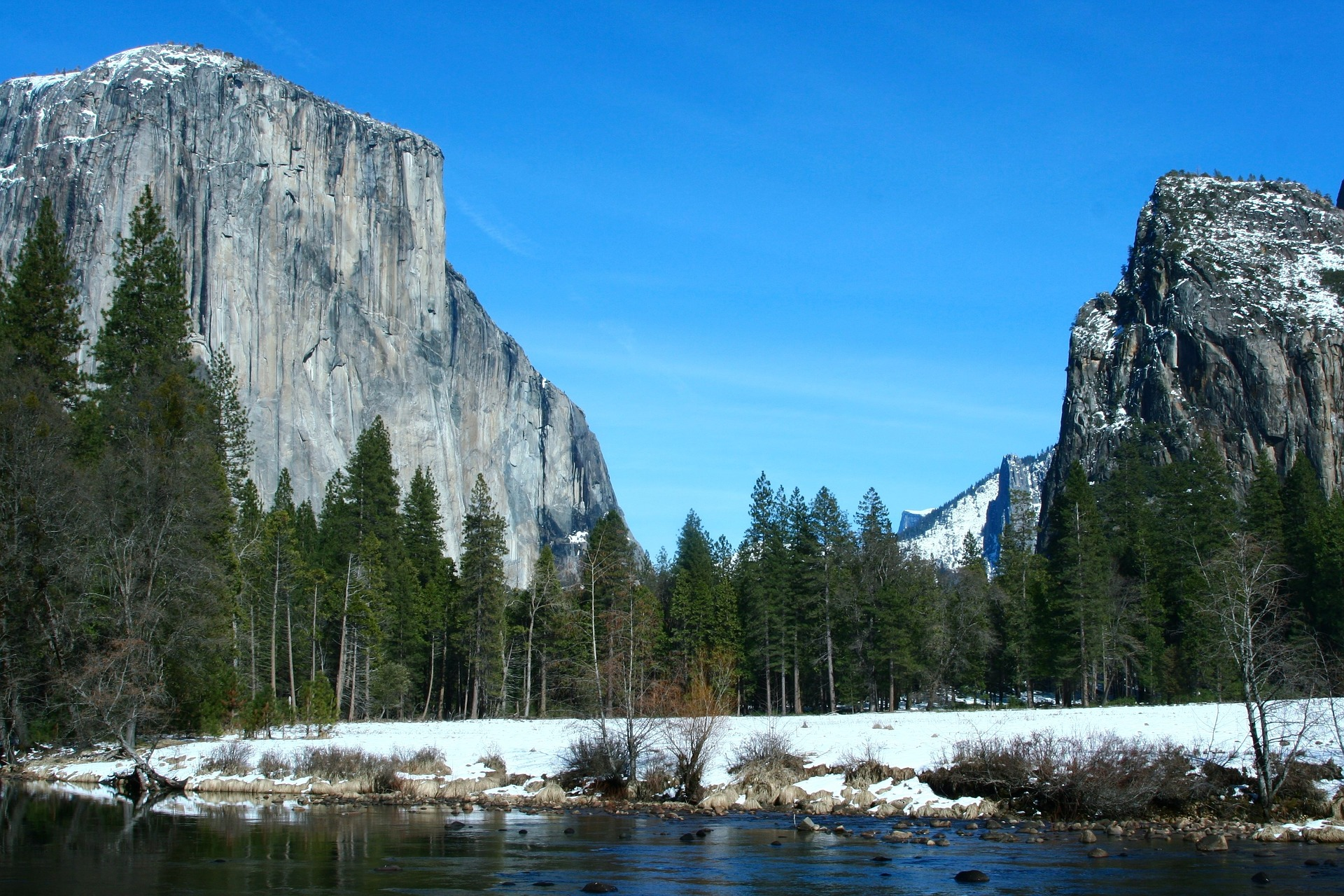 El Captain, rock formation in Yosemite National Park in California, USA
