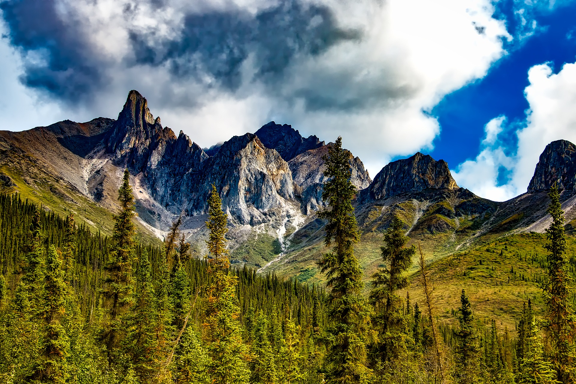 Mountain peaks in Yosemite National Park in California, USA