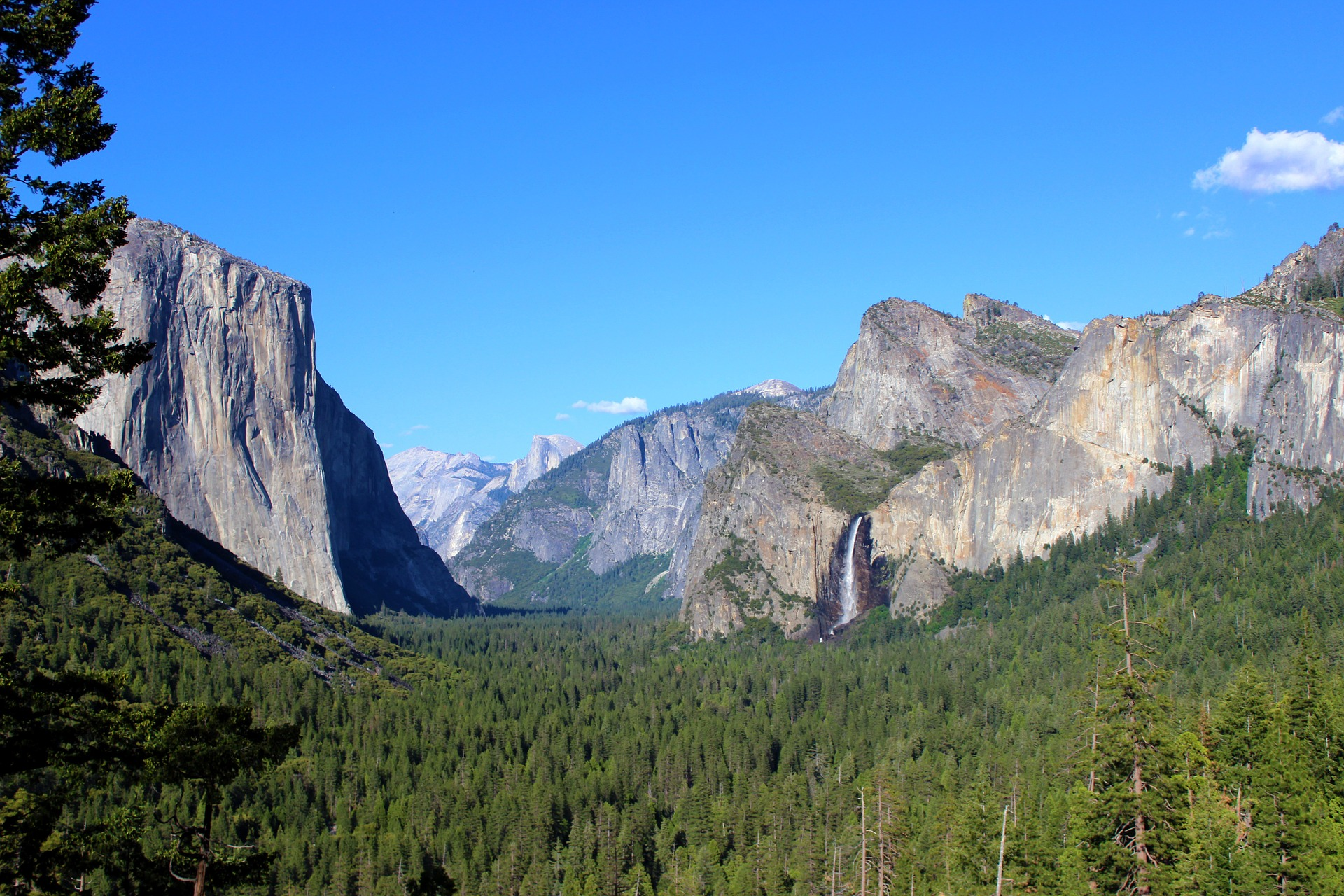 Tunnel View, scenic spot in Yosemite National Park in California, United States