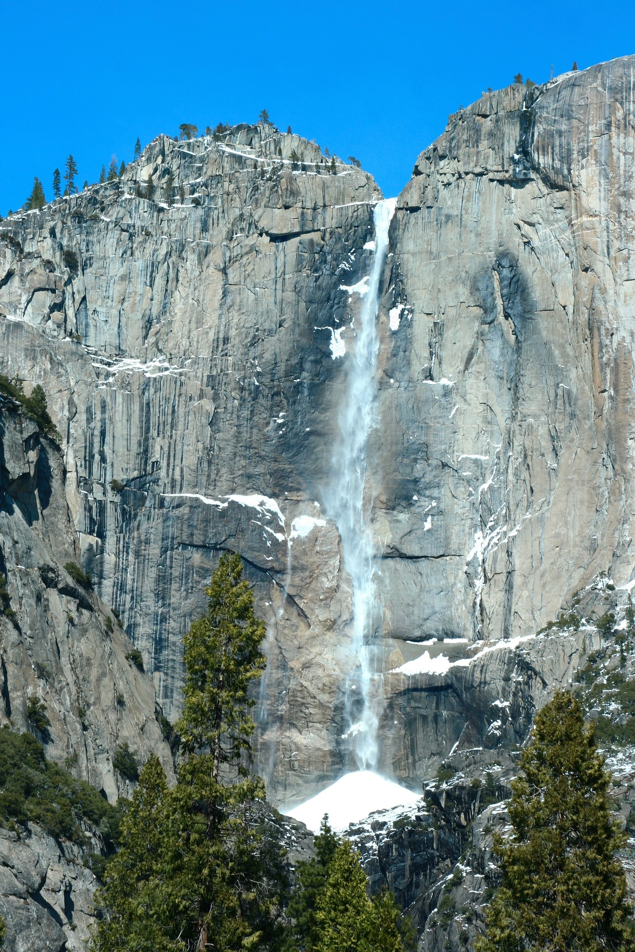 Yosemite Falls in Yosemite National Park in California, USA