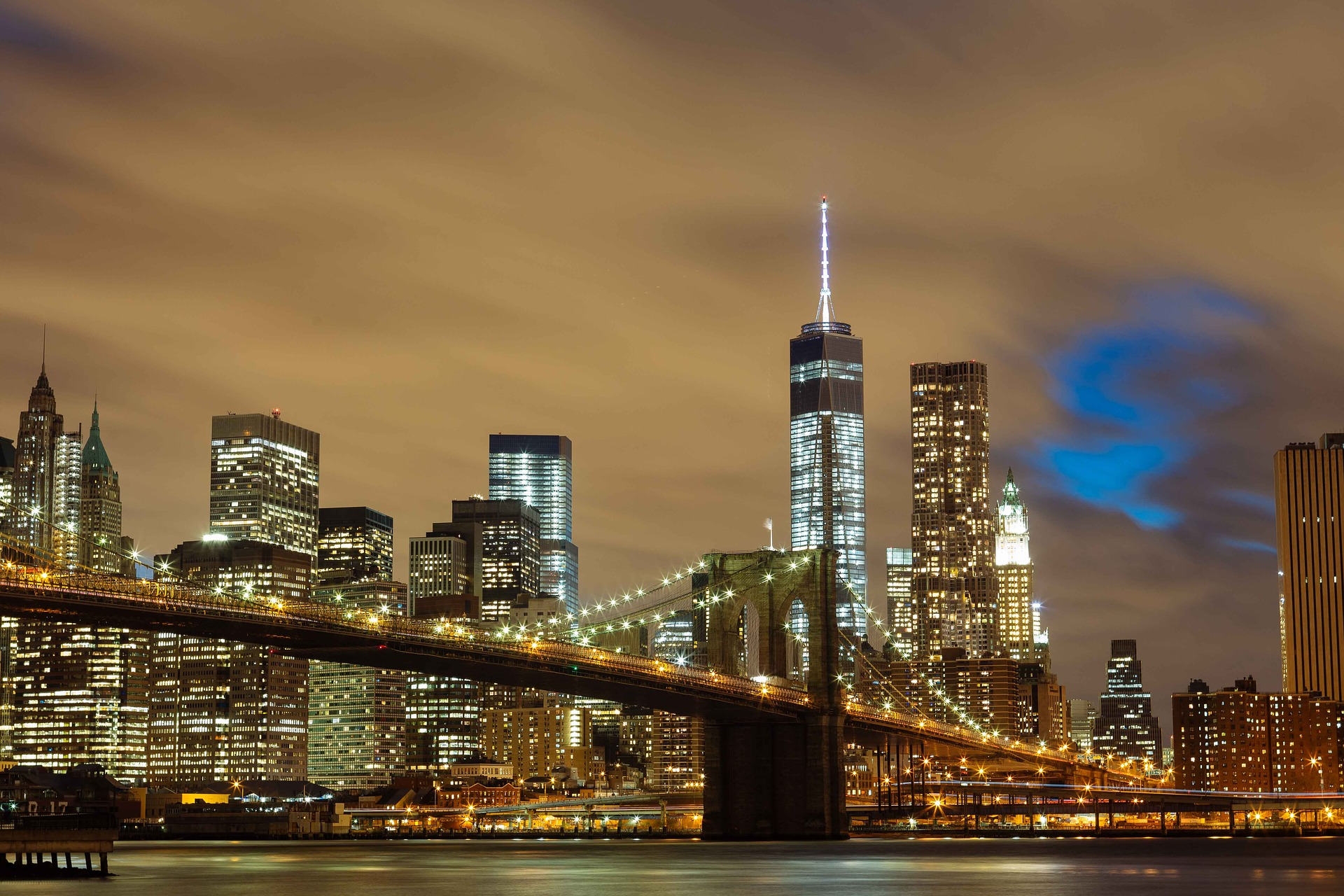 Brooklyn bridge in new york city widest for Best places to go in nyc at night