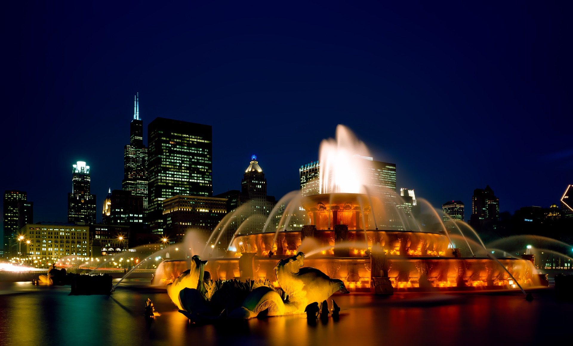 Buckingham Fountain, Chicago at night