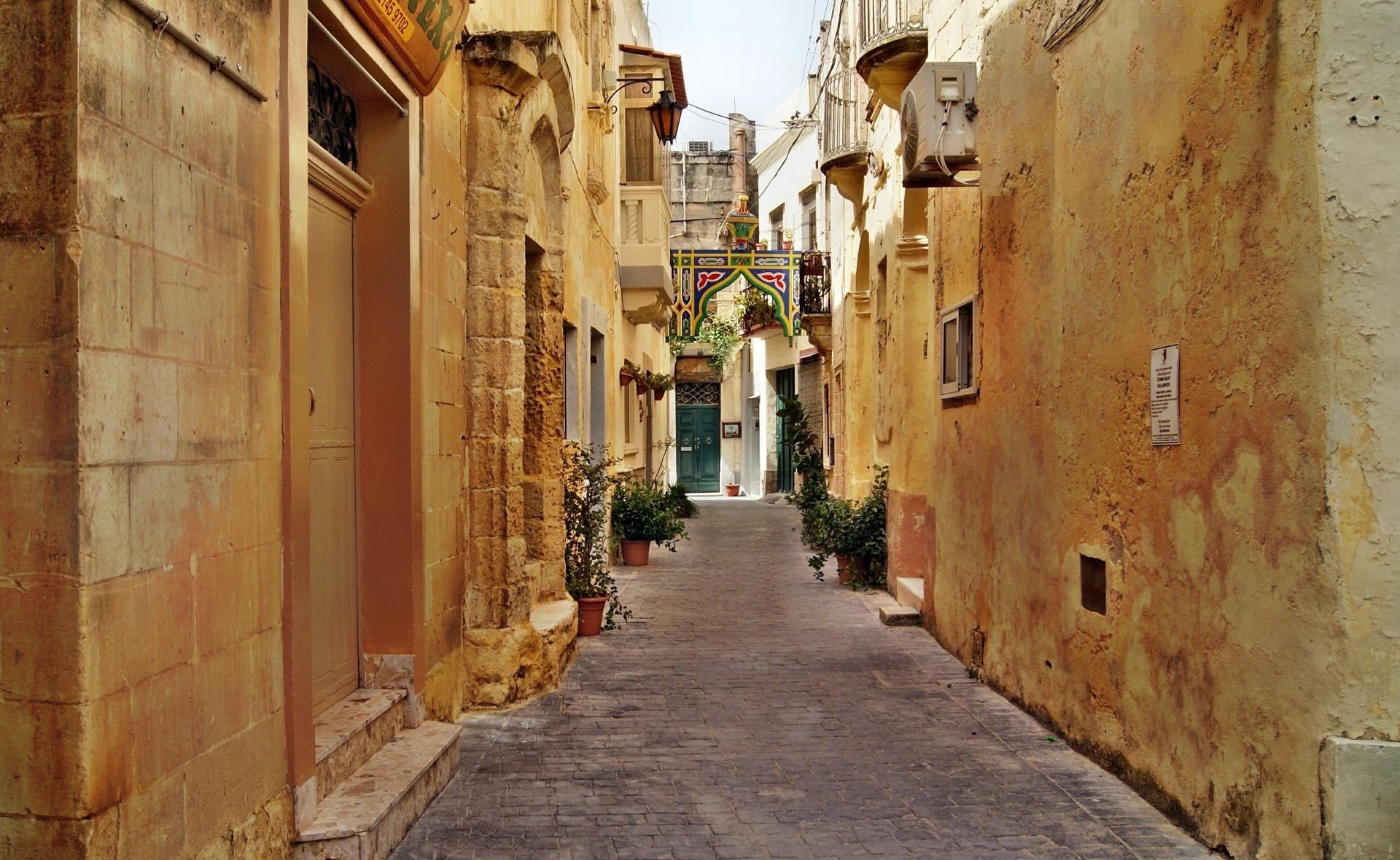 Lane in Valletta, Malta