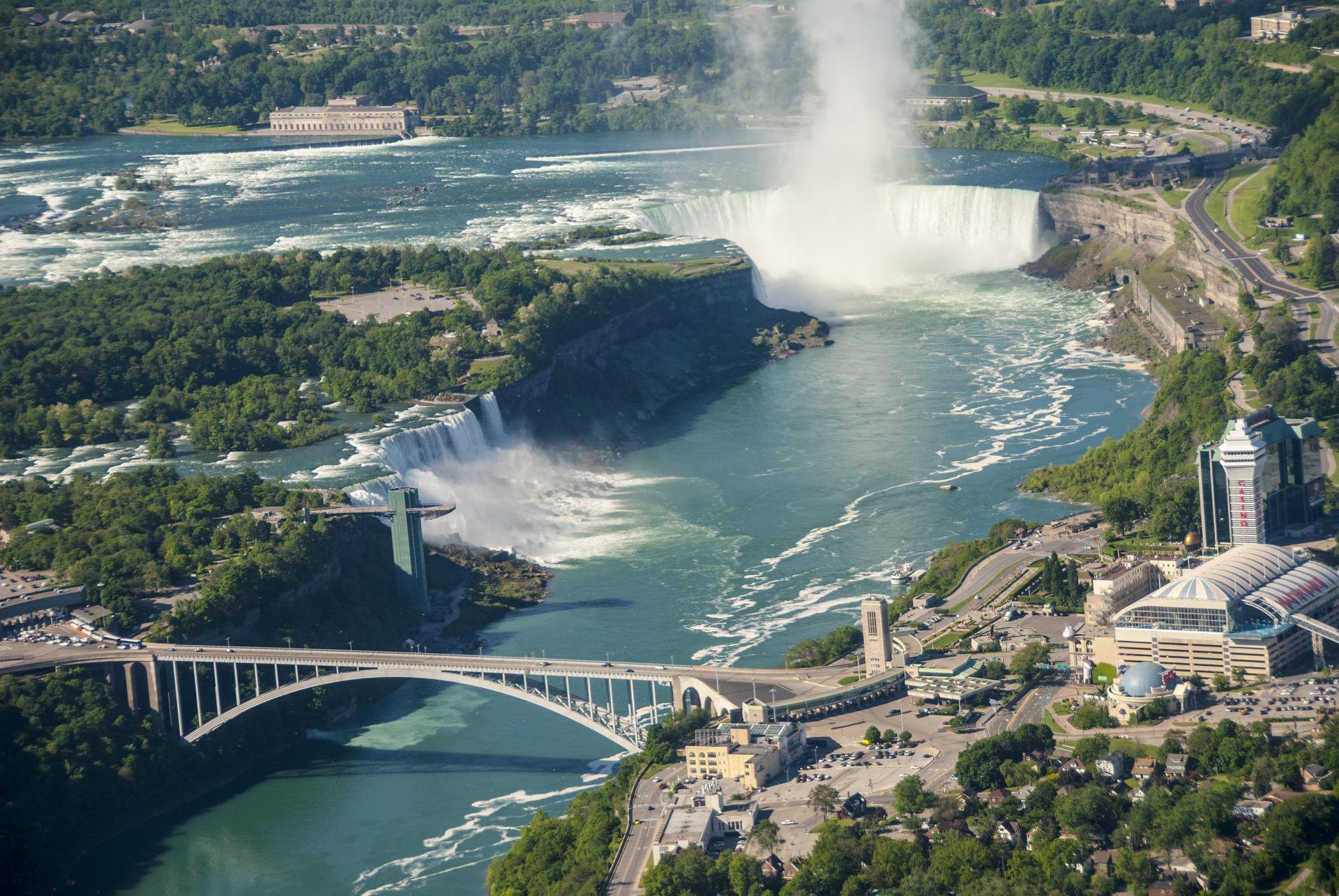 Niagara Falls Border Crossing - Canada and USA