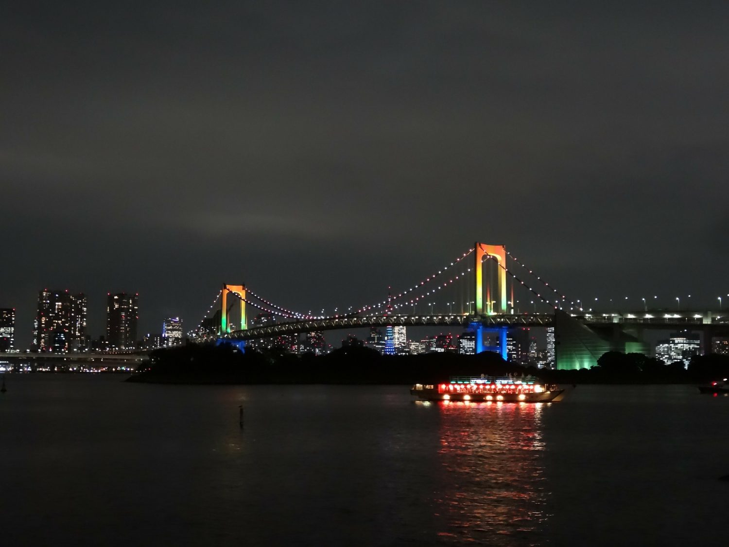 Rainbow Bridge, Tokyo, Japan at night