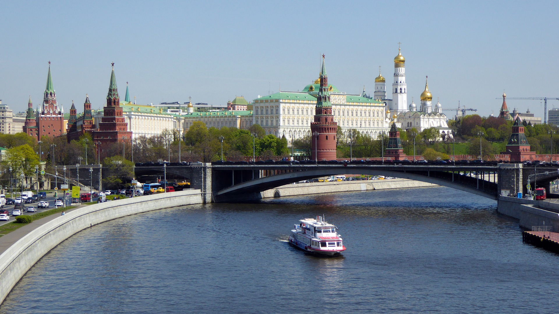River cruise on the Moskva River, with the Kremlin in background, Moscow, Russia