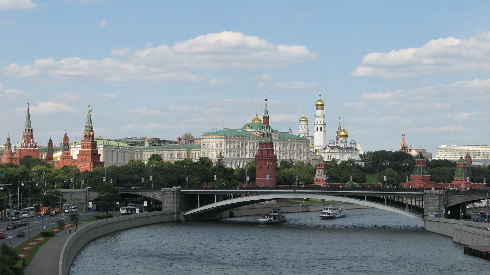 The Moscow Kremlin, overlooking the Moskva River to the south, Moscow, Russia